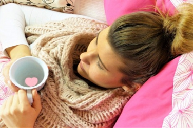 young_woman_girl_concerns_rest_pillow_pink_cup_heart-1394710